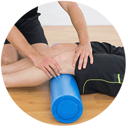 chiropractor treating knee pain